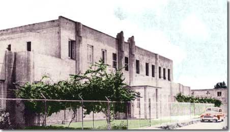 Vista del frente del Colegio